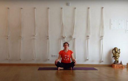 Yoga para crianças 7-12 anos de idade.